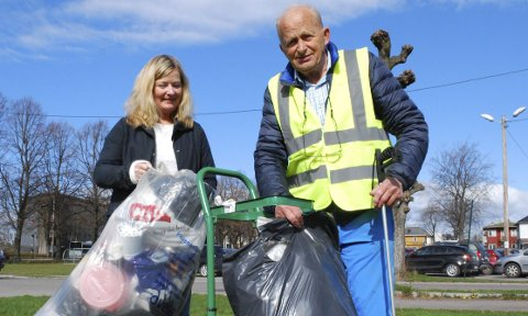 SKAL HOLDE ORDEN: Tidligere leder i Tønsberg Søppelplukkelag Helge Klæstad ønsker Annichen Pettersen lykke til som ny leder.