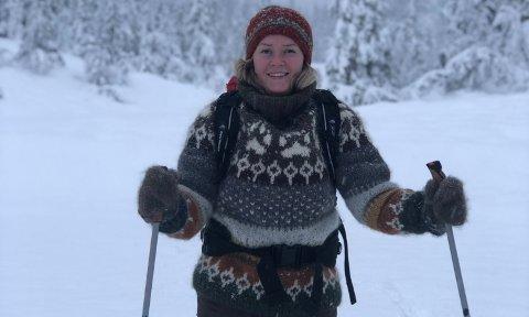 FRILUFT: Stine Cecilie Mikalsen (28) trives godt ute i friluft, og bruker det som medisin.