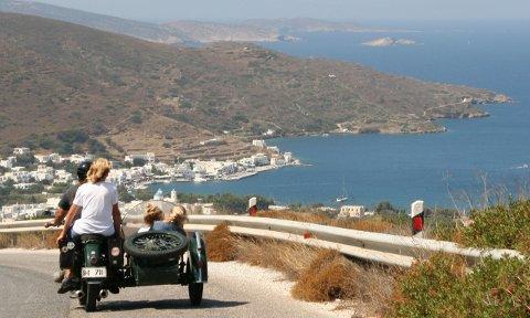 AMORGOS: I denne idyllen i Egeerhavet tilbrakte Tom T. Græger og medforfatter Odd Birger Grønli siste halvdel av 1980-tallet. Nå har de laget en bok om øya.