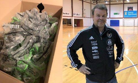 NYTTIG: Daglig leder i Skreia Idrettslag, Vidar Buflaten, synes det er fint at deres overskudd av vernebriller etter fyrverkerisalget i fjor kommer til nytte.
