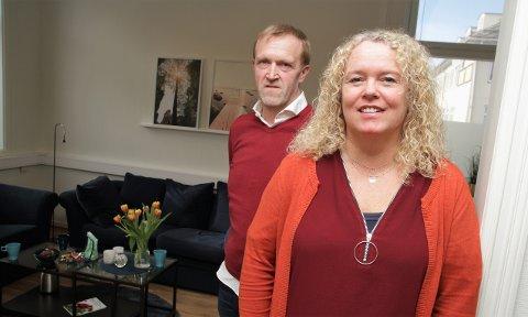 SATSER NORDOVER: Ekteparet Beathe Hyldmo Bremseth og Egil Bremseth eier og driver Værnes Begravelsesbyrå. Nå utvider de satsingsområdet og ser mot Frosta, Levanger og Verdal.