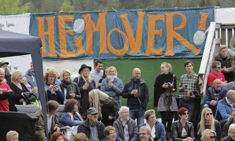 Åtte år på rad har Heimover-festivalen samlet kjente artister og et stort antall publikummere til bygda.