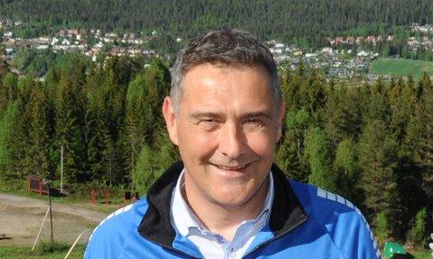 TAKKNEMLIG: Leder i Hakadal IL, Per Ole Thorsen sier det er flott å oppleve at folk bryr seg om Varingskollen.