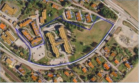 STORTPOTENSIAL:Kommunen har mye ledig tomteareal rundt Døli pleie- og omsorgssenter. Kommunens eiendom er markert med blå strek. I tillegg eier kommunen den såkalte Shelltomta sør for Vargveien helt til høyre i bildet.