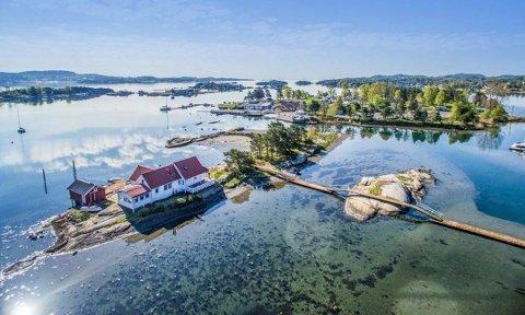 IDYLL: Fritidsboligen på Langeskjær ved Granholmen i Sandefjord ble lagt ut for salg sommeren 2016 til 17,9 millioner kroner. Nå er prisen 14,9 millioner.
