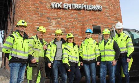 LAVT SYKEFRAVÆR: WK Entreprenør har i løpet av 2018 fått ned sykefraværet betraktelig. – Det er viktig for oss å ha et lavt kortidsfravær, da det ofte er en indikasjon på arbeidskultur og trivsel, sier avdelingsleder i Tønsberg, Markus Amland. Fra venstre: Formann Ruben Larsen, hjelpearbeider Nils Berg, avdelingsleder i Tønsberg Markus Amland, Strategi- og HR-leder Hilde Glenne, regnskapsleder Gro Skaugerud, anleggsleder Harry Seim og prosjektleder John Egil Gahrsen.