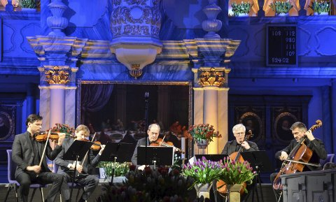 ÅPNINGSKONSERTEN: Her spiller Luiz Coelho (fiolin), Øyvind Gimse (cello), Walter Küssner (bratsj), Anders Nilsson (fiolin) og Ludwig Quandt (cello) Strykekvintett i g-moll op.62 av A.Klughardt. Foto: Guri Jortveit