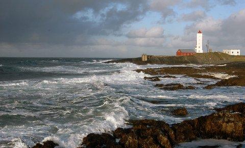 Kjølnes fyr i Berlevåg er en perle ut mot havet. Kanskje overnatting på fyr er årets sommerferieopplevelse?