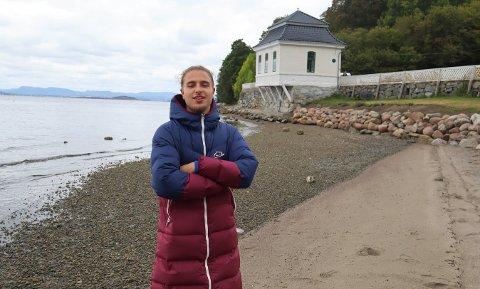 HAUKETO: Adam Ezzari både elsker og hater stedet han har vokst opp på.
