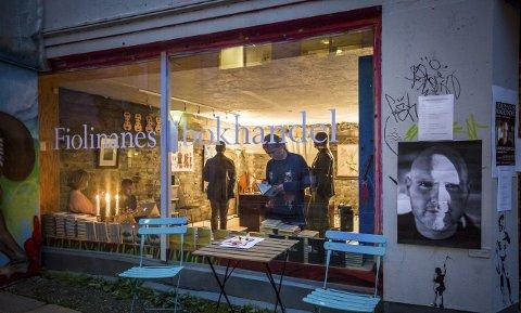 POPUP-bokhandel: Det stemningsfulle lokalet var via utelukkande til Jan Roar Leikvoll sitt forfattarskap.