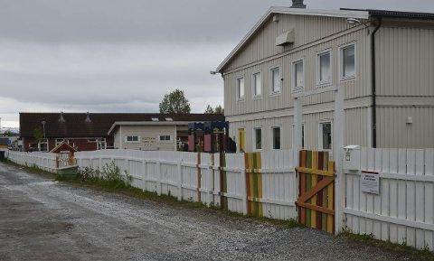 Lånte midler: Tre barnehager har alvorlige avvik, som må utbedres. Det skjer med lånte midler fra kommunen. Vestmyra barnehage er en av barnehagene der feil, mangler og avvik må lukkes.
