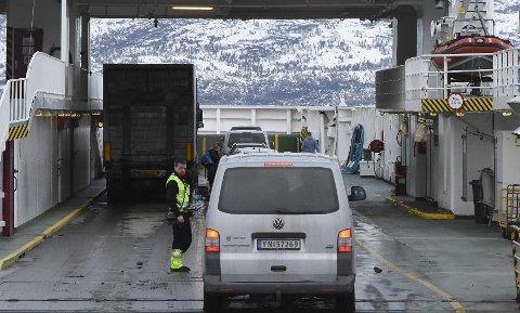 Nye tider: Neste år skal fergene mellom Bognes og Skarberget, samt på forbindelsen Kjøpsvik-Drag, drives ved hjelp av biodiesel. Det skal også innføres autopass begge steder. Foto: Øyvind A. Olsen