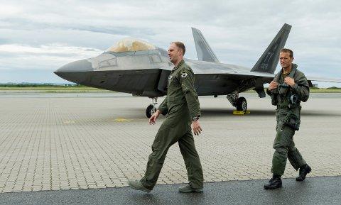 Ørland i Trøndelag er hovedbasen og skal fra 2025 være hjemmebasen for 45 kampfly. Mens det på Evenes skal være utplassert tre kampfly til NATOs hurtigreaksjonsstyrke, en såkalt QRA-base. Foto: Ned Alley / NTB scanpix