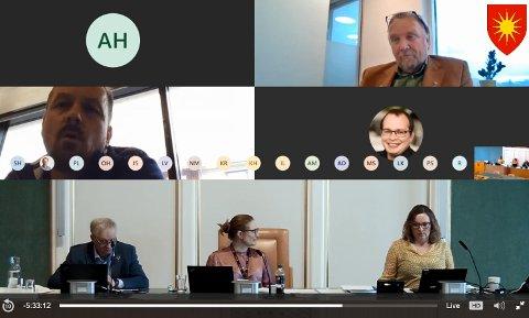 Bjørn Tore Zahl (Frp) hevdet at posisjonens framgangsmåte skaper forakt - men fikk svar på tiltale under den digitale bystyredebatten. Skjermknips fra kommunens stream.