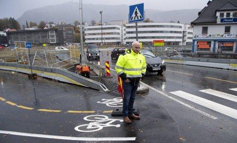 Jan Ove Halsøy i Norges Lastebileier-forbund har fått mange meldinger fra medlemmer som er redde for å kveste syklistene som krysser på Minde Allé.
