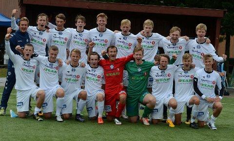 JUBLER: Modum-gutta jubler etter å ha tatt seg videre til kvartfinalen i Norway Cup.