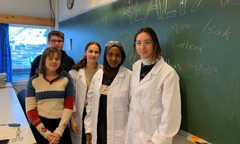 STUDIEVALG: Realfag er en av retningene unge håpefulle kan velge ved Nordkapp Videregående og Maritime Fagskole.