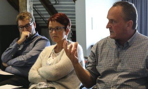 Provosert: Rådmann Terje Heggheim var tydeleg overfor UDI-direktøren om kva han meinte. T.v. Jacob Nødseth og . Foto: DEA