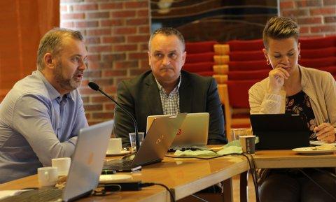 Ola Teigen, Terje Heggheim og Kristin Maurstad i Fellesnemnda for Kinn kommune.
