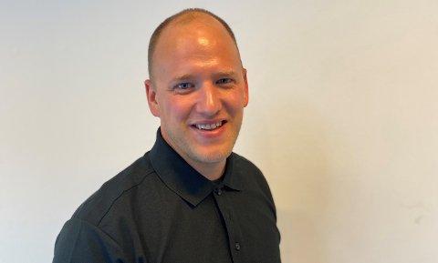 AVDELINGSLEIAR: Florømannen Harry Marius Sund (34) er tilsett som avdelingsleiar og no er han på jakt etter kontorlokale å vekse i.