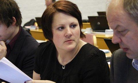 STÅR PÅ: Hovudutvalet for opplæring med Karianne Torvanger i spissen vil ikkje gje seg på at førarkortopplæring ikkje er skulk.