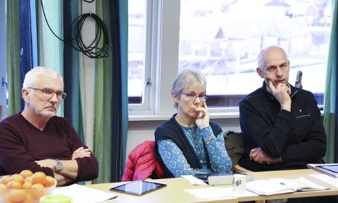 Rådmannen fekk skryt for budsjettarbeidet.– Vi er heldige som har medarbeidarar som er veldig dedikerte til jobben, sa Ingrid Søyland, Sp (i midten). T.v. Magne Aardal (SV), T.h. Steinar Dvergsdal (Sp).