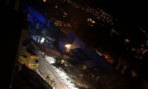 TETTBYGD: Tomannsbustaden ligg i byggefeltet Granlia i Førde.