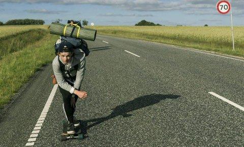 På landeveien: De fire guttene får flere lange strekker på landeveien gjennom Benelux-landene.