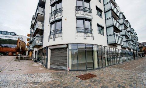 Bunnpris flyttet ut av lokalene i Bankbrygga 6 i januar 2018. Siden har lokalene stått tomme. I sommer blir det igjen aktivitet her når det åpnes pop up-butikk.