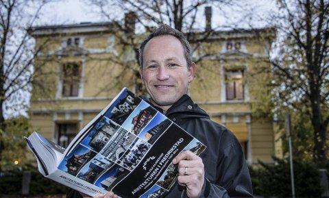 Slutter: Arkitekten, kunstneren og forfatteren Lars Ole Klavestad er uenig i overgangen til Viken fylkeskommune, og har sluttet i Østfold fylkeskommune som landskapsarkitekt.