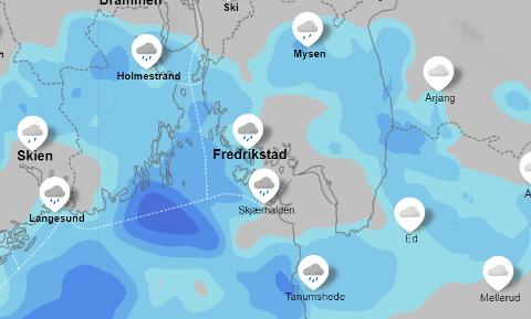 Slik ser værbildet ut natt til tirsdag, ifølge yr.nos radar. Nedbørsområder er på vei inn mot Fredrikstad.