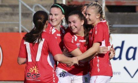 JUBEL: 3-0 seier er god grunn til å slippe jubelen løs for Mjølners damelag.