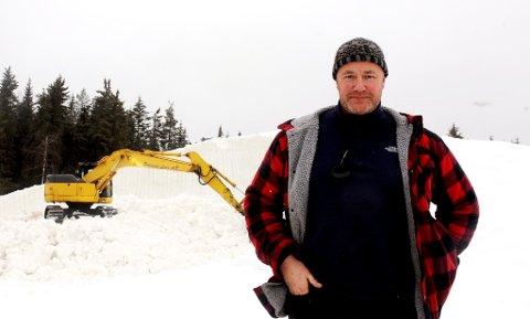 - Store deler av snøhaugen blir liggende lenge, takket være gunstige forhold for produksjon av kunstsnø i november, sier avdelingsleder Lars Nes.