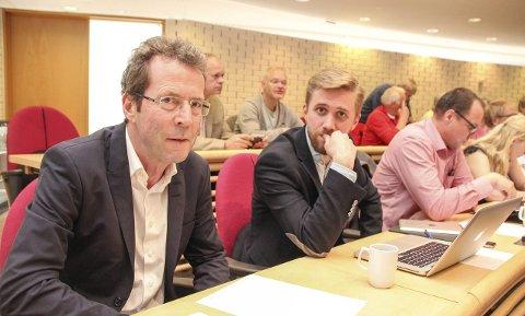 KRITISKE: Gruppeleder Bjørn Haugen Morstad og ordførerkandidat Lasse Lehre fra Lunner Høyre.