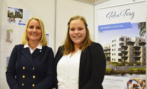 SALG I GANG: Line Jorung og Karoline Horgen Nygård i Privatmegleren kan konstatere at sju leiligheter hittil er solgt på Roa Torg. Arkivfoto