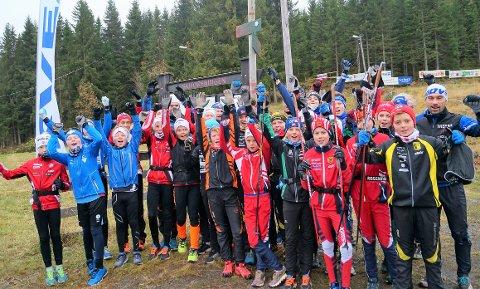 SAMLING: Denne gjengen var samlet på Svea sportshytte i helga.