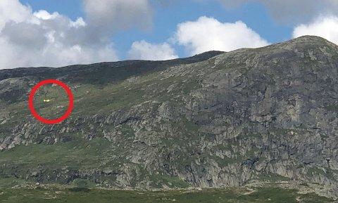 LUFTAMBULANSE: Mannen i 20-årene ble hentet av luftambulanse etter paragliderulykken i Valdres.