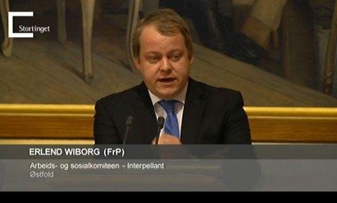 PÅ TALERSTOLEN: I november roste Erlend Wiborg Erlandsens Conditori fra talerstolen på Stortinget. Nå mener han Halden kommune bør gjøre om sitt vedtak og redde det han beskriver som et pionerprosjekt.