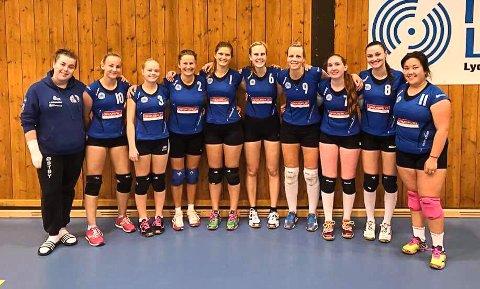UTEN TRENER: Damespillerne i Halden Volleyballklubb har startet kronerulling. Klubben har ikke råd til å engasjere trener for laget.