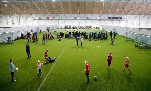 CUPFEST: I helga er det klart for Mestergull Melhus Cup i Storhall Karmøy, med full rulle lørdag og søndag.