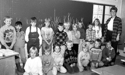 Førsteklassinger: Dette var 1A ved Olderskog skole i 1987. Lærer for denne førsteklassen var Randi Daleng.