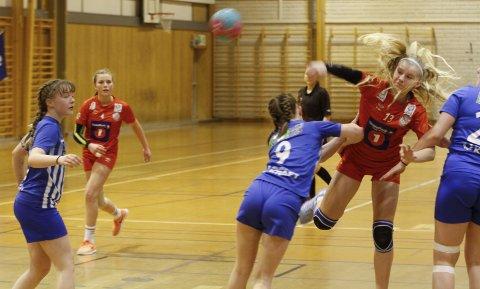 LENGE SIDEN SIST: Madelen Nilsskog Johnsen og Mosjøen håndballklubb er med i sluttspillet for første gang på mange år.