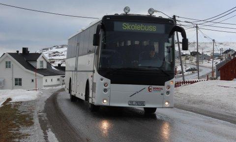 SOM NORMALT: Skolebussen, og annen kollektivtrafikk, går som normalt - i hvert fall foreløpig.