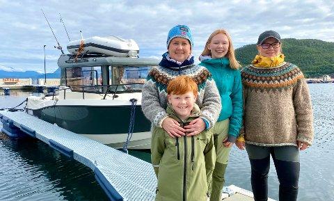 Catrine Skotnes, Sofie, Lisa Olivestad og Fredrik fikk teste ut Arctic Waters tilbud til turistene.