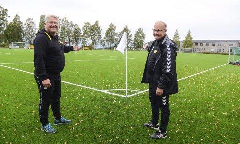 ENDELIG: Leder i Dalen IF, Thomas Sagen (t.v.) og sportslig leder i fotballgruppa, Per Mathisen er glad for at damefotballen igjen skal rulle på Dalheim.Arkivfoto: Jarle Pedersen