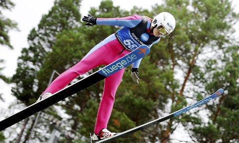 SATSER: Astrid Louise Baarset er en del av det voksende jentehoppmiljøet i Norge. Botne-utøveren har gjort en god treningsjobb i sommer og høst, men i helgen satte været en brems på hoppingen. Foto: Svein Halvor Moe
