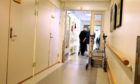 BØLGEN: Eldrebølgen er her. Antall gamle mennesker med omfattende behov og forventninger til helsehjelp, er nå en del av utviklingsplanarbeidet ved sykehusene.