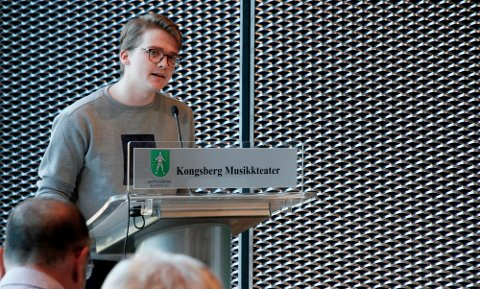 Simen Murud (H) var en mange som benyttet anledningen til å skryte av barnevernet i Kongsberg. Bildet er fra en tidligere anledning, for kommunestyret møttes digitalt onsdag kveld.