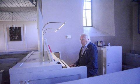 GIR SEG: Etter 25 år med Stille time ønsker organist Per Egil Hovland å gi seg. Han startet, har drevet, og avslutter tilbudet. Nyttårsaften er siste mulighet til å oppleve konserten i Frogner kirke.