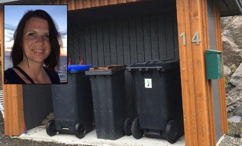Elisabeth Wasshaug fra Svolvær har satt opp lapp på sin private søppelkasse som signaliserer at du fritt kan kaste hundeposen her. Hun mener kommunen bør få på plass egne dunker for hundposer.